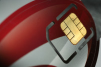 Ausschnitt einer Kreditkarte mit Blick auf den Sicherheitschip