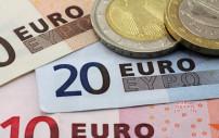 Euroscheine und Münzen