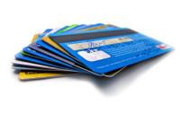 Unterschiedliche Kreditkarten auf einen Haufen